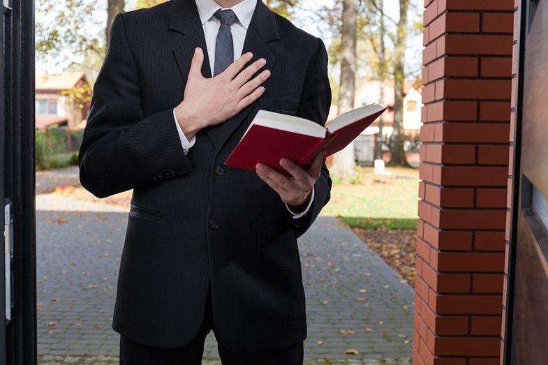 jehovah's witness door knocking