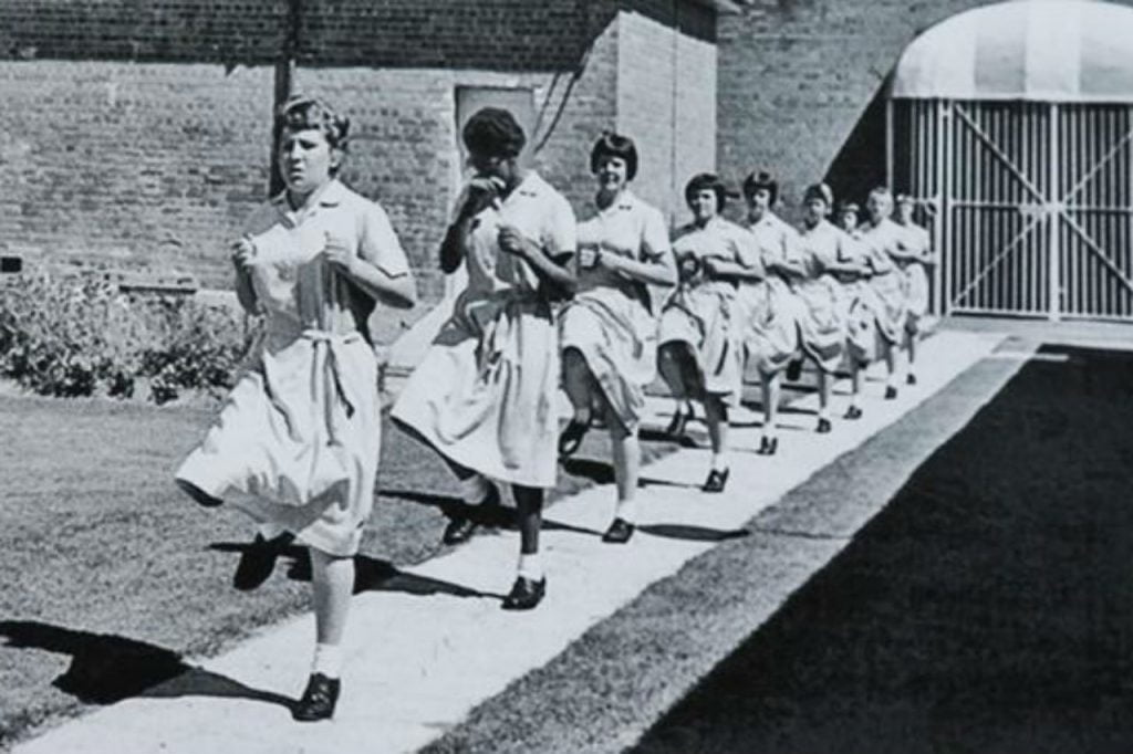 parra-girls-marching