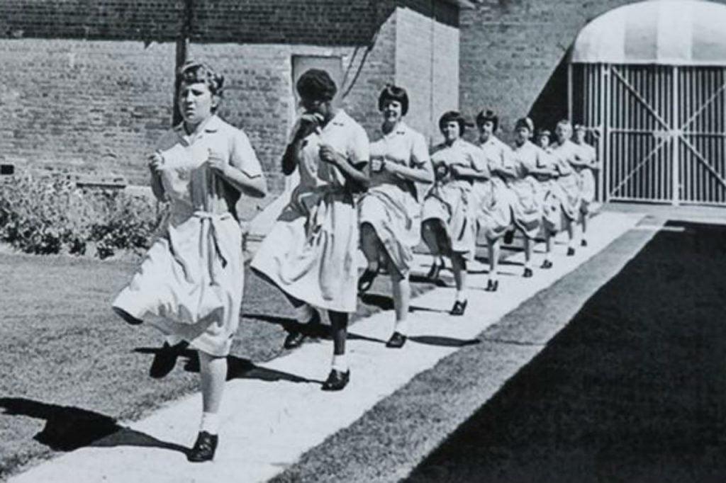 parra-girls-marching