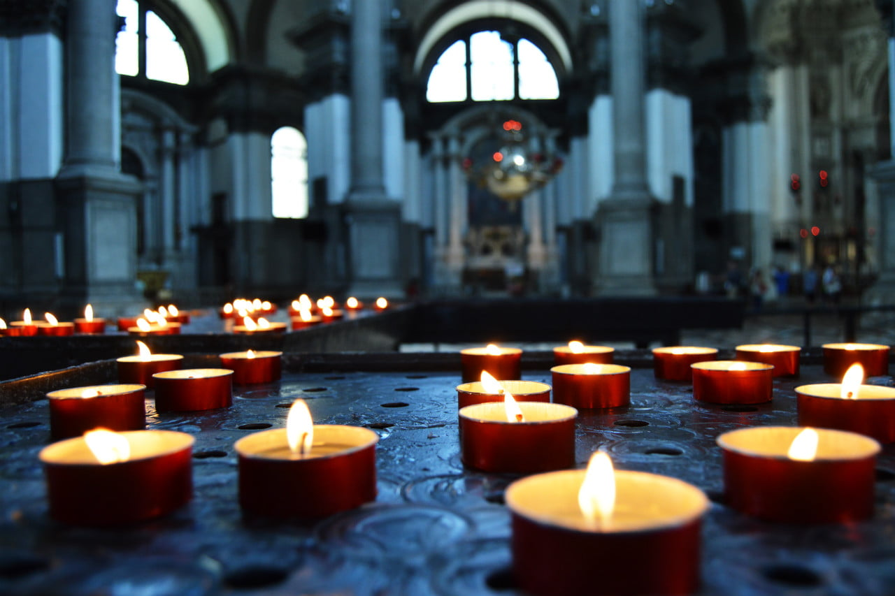 candles-in-church