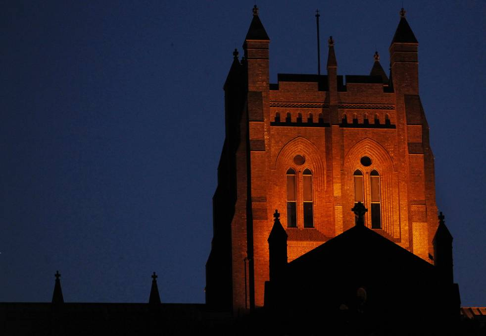 newcastle-cathedral-at-night