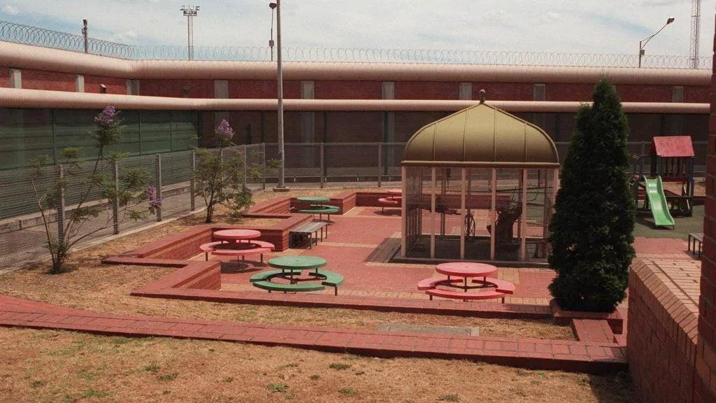 pell's-prison